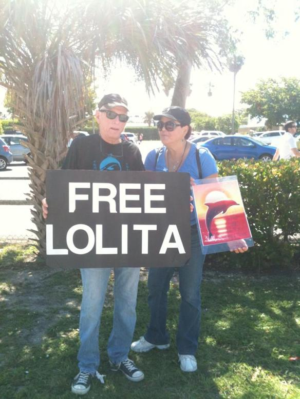 Barbara Napole and Ric O'Barry brainstorming at the Free Lolita Event on October 12, 2013
